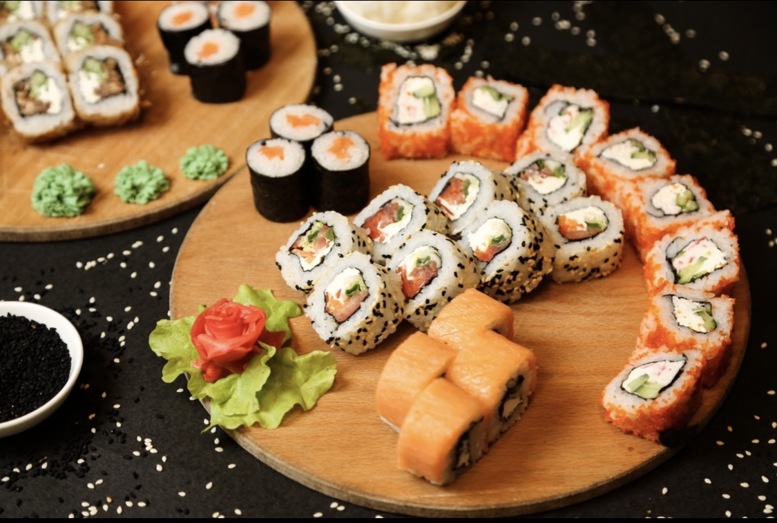 Special Sushi Roll Platter 24 pieces