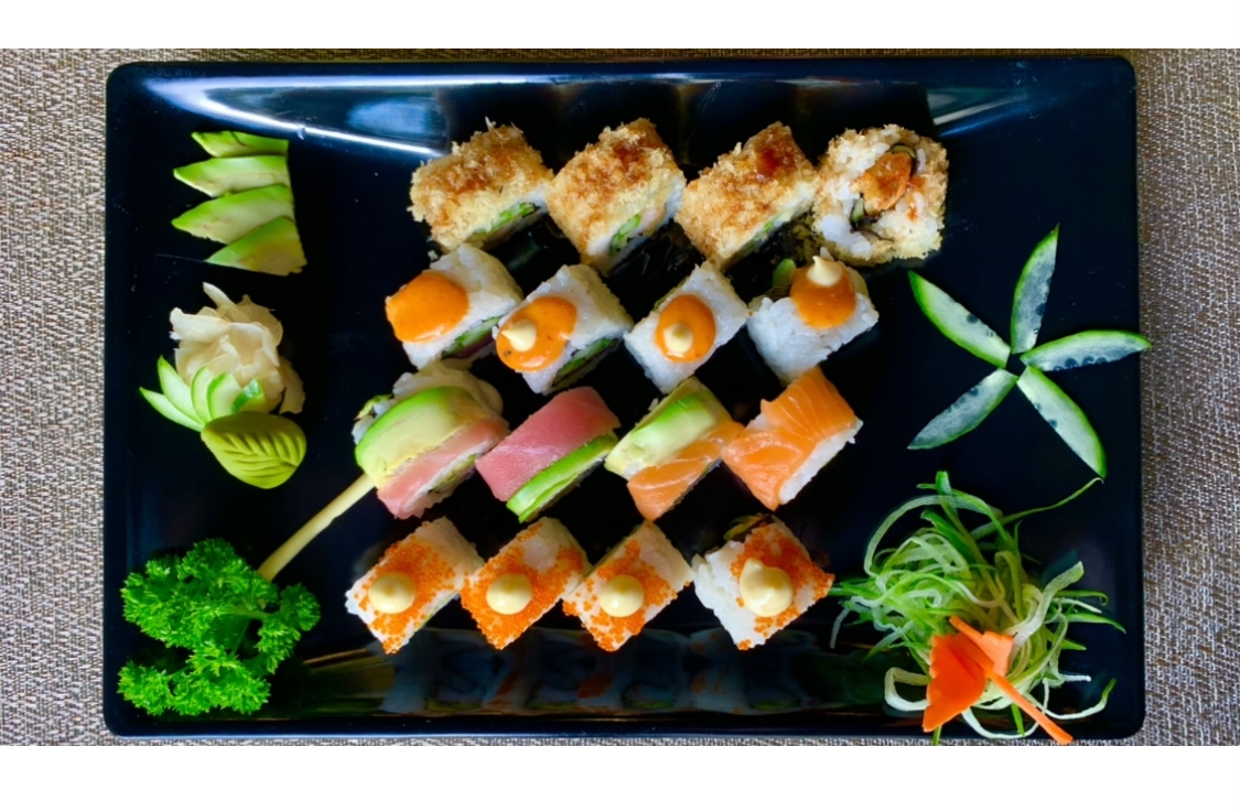 Special Maki Roll Platter 16 Pieces